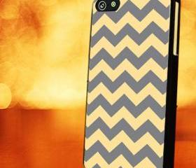 CHEVRON PATTERN WITH GREY YELLOW - iPhone 4 Case, iPhone 4s Case and iPhone 5 case Hard Plastic Case LZN